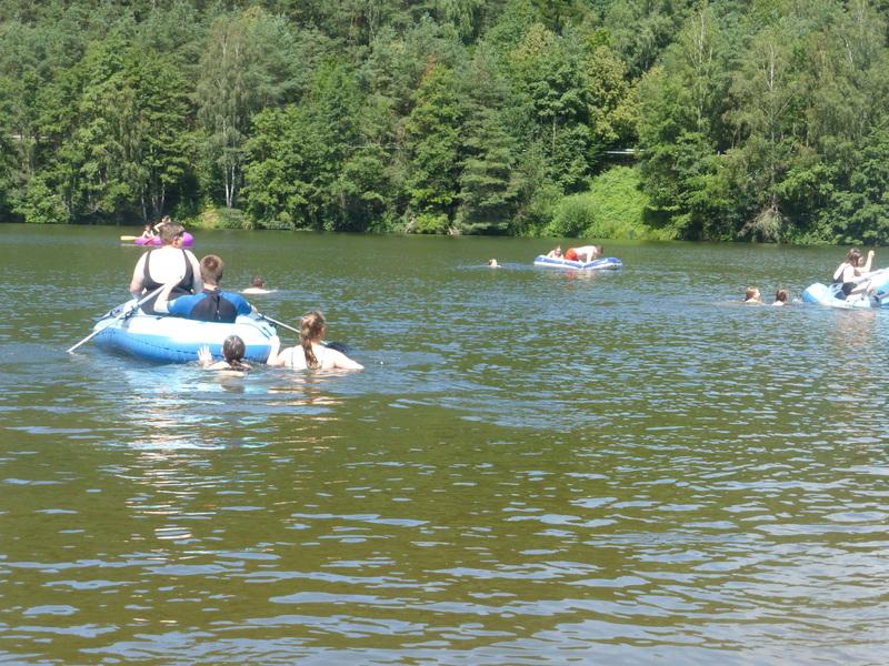 Schlauchbootfahrt in den Sommerferien