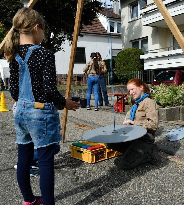 Spielestation beim Straßenfest